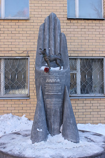 Laika Monument By Laika ac from USA (Laika) [CC BY-SA 2.0 (http://creativecommons.org/licenses/by-sa/2.0)], via Wikimedia Commons