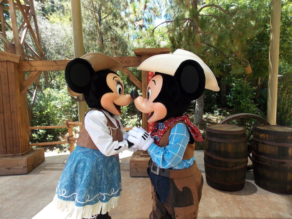 By mydisneyadventures (Flickr: Kiss!) [CC BY 2.0 (http://creativecommons.org/licenses/by/2.0)], via Wikimedia Commons