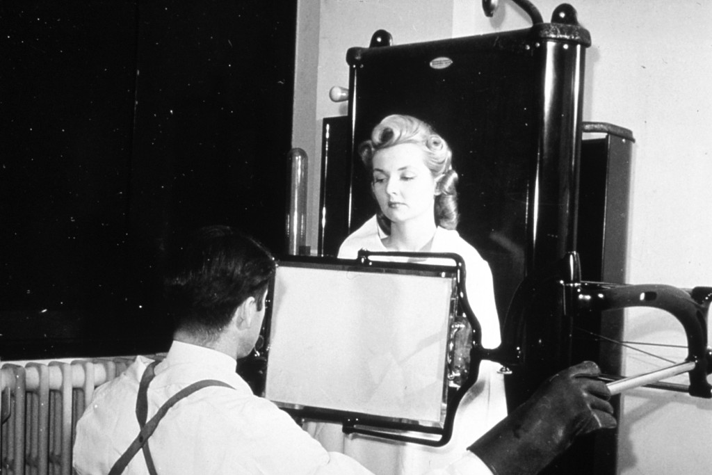 http://upload.wikimedia.org/wikipedia/commons/c/cd/Historical_X-ray_nci-vol-1893-300.jpg