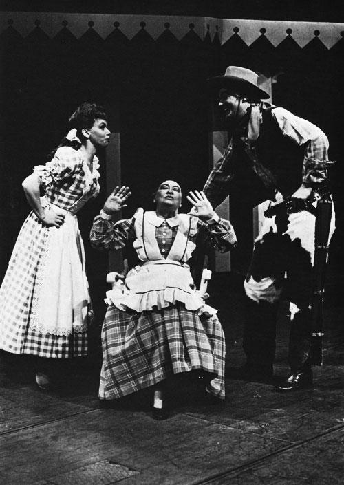 http://upload.wikimedia.org/wikipedia/commons/e/e7/Oklahoma-musical-1965.jpg
