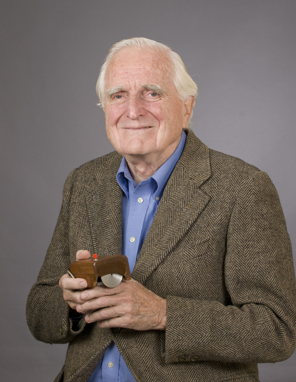 http://upload.wikimedia.org/wikipedia/commons/f/f0/SRI_Douglas_Engelbart_2008.jpg