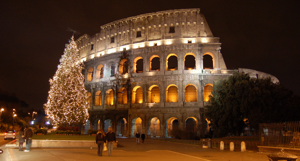 http://upload.wikimedia.org/wikipedia/commons/b/bf/The_Colosseum_during_Christmas.jpg